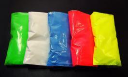 Флуоресцентный пигмент (неоновый) – это порошкообразное химическое вещество, которое светится ярким кислотным цветом под ультрафиолетовыми лампами. При обычном освещении пигмент имеет насыщенный неоновый цвет.Пигмент используется в качестве наполнителя для различных связующих, которыми могут быть лаки, пластик, строительные и художественные материалы. При смешивании пигмент не взаимодействует со связующим материалом, но придает ему яркий неоновый цвет и свойства свечения под ультрафиолетовыми (УФ) лампами.